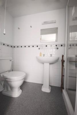 room-4-en-suite-184kb